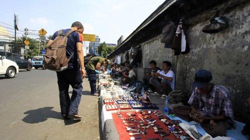 pemburu barang bekas di pasar Jatinegara