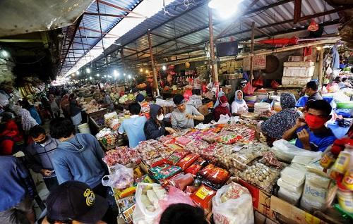 pemburu barang bekas di pasar kebayoran lama