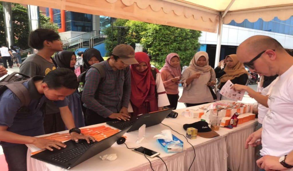 Pengjunjung di Booth Jualo.com