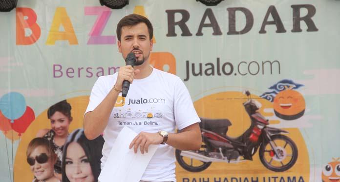 CEO Jualo.com memberikan kata sambutan dalam Bazaradar