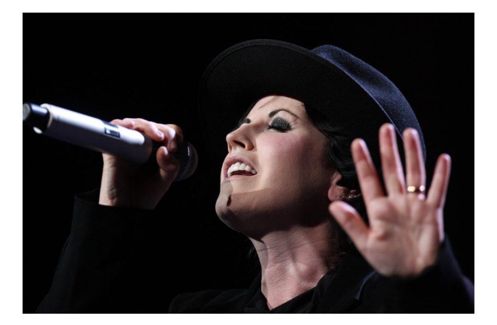 Vokalis The Cranberries dan Pembuktian Talentanya pada Dunia