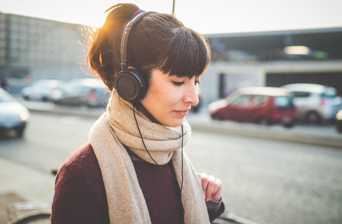 Tips Memilih Headphone Nyaman di Telinga