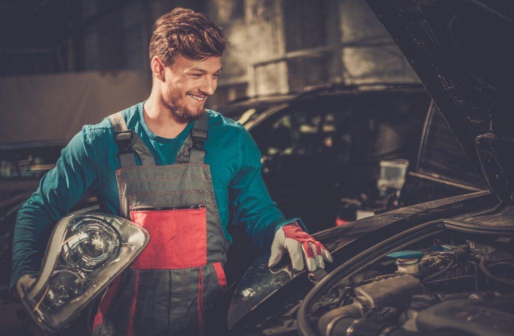 Tips Perawatan Lampu Mobil yang Simpel