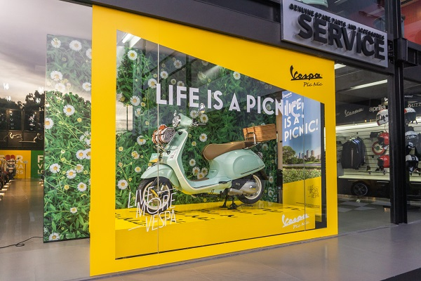 Vespa Picnic Display