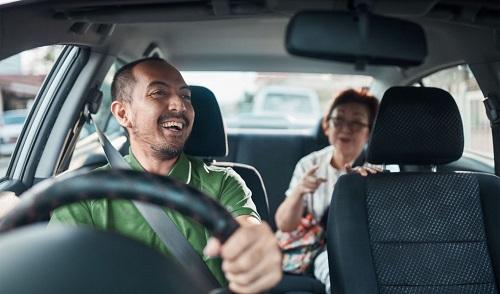 driver gojek atau online mobil