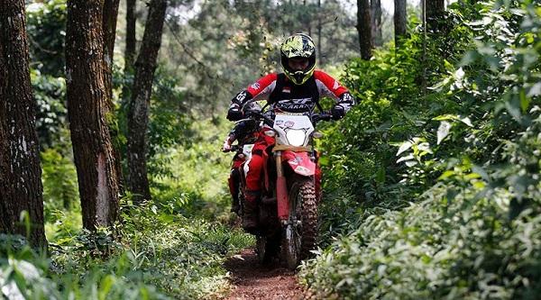 riding gear trail