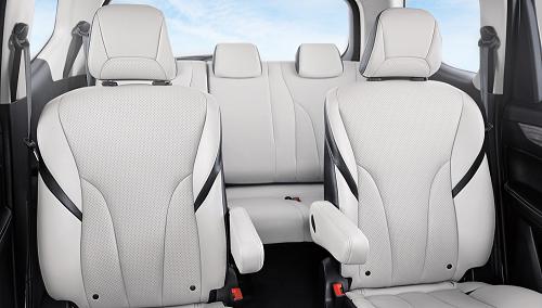 interior mobil keluarga