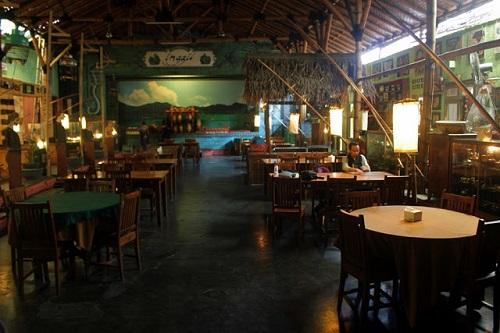 restoran unik-rumah makan inggil