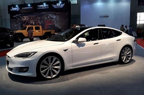 mobil listrik-Tesla S1000