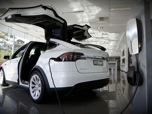 tesla mobil listrik